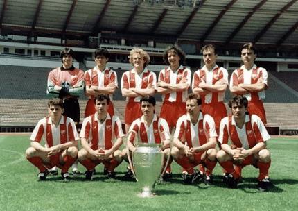 Alineación Estrella Roja con Copa de Europa