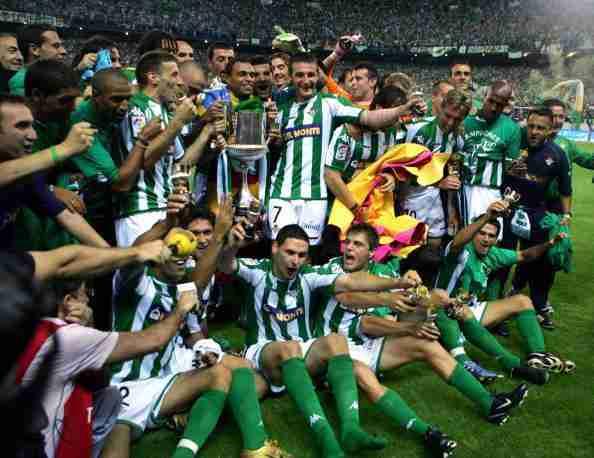 Jugadores Betis celebran Copa del Rey 2004-2005