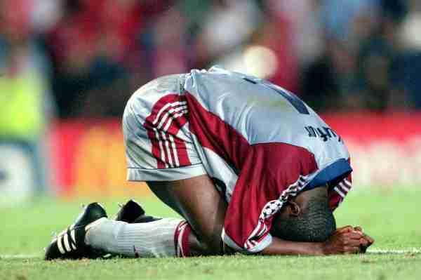 Samuel Kuffour Bayern Munich llora