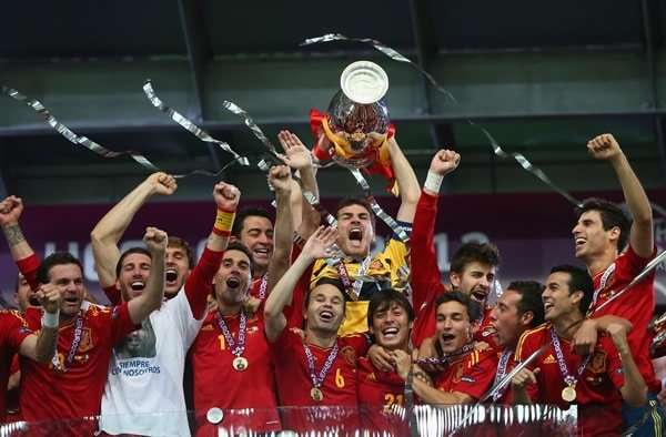 España levanta Eurocopa