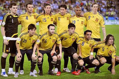 Casillas, Marchena, Ramos, Capdevila, Senna, Torres; Silva, Iniesta, Villa, Xavi y Puyol, forman ante Rusia para el encuentro de semifinales.