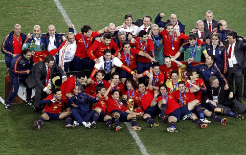 España celebra el Mundial en el césped del Soccer City