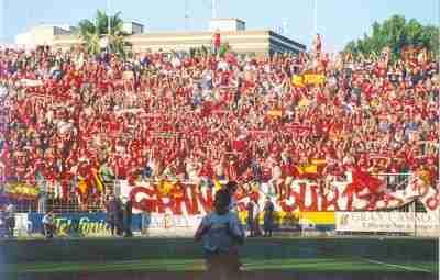 La afición del Real Murcia celebrando el ascenso
