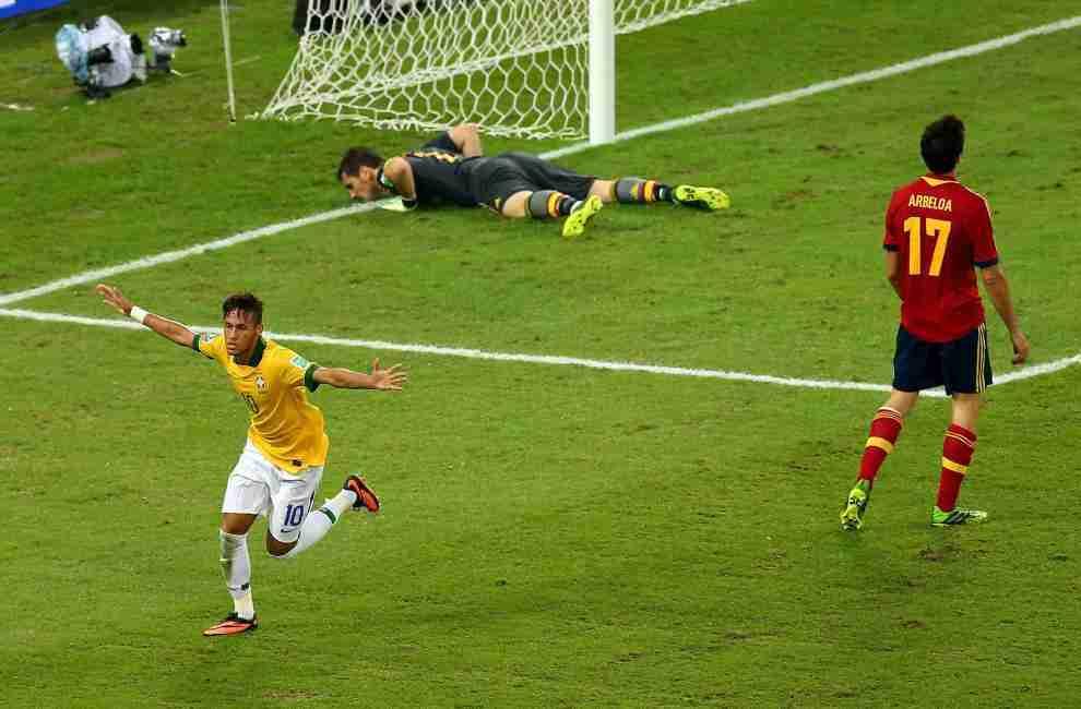 Neymar celebra gol  Brasil España Confederaciones