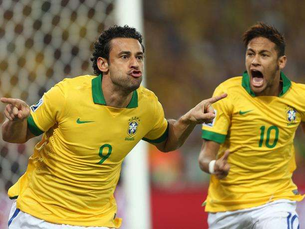 Fred celebra gol contra España