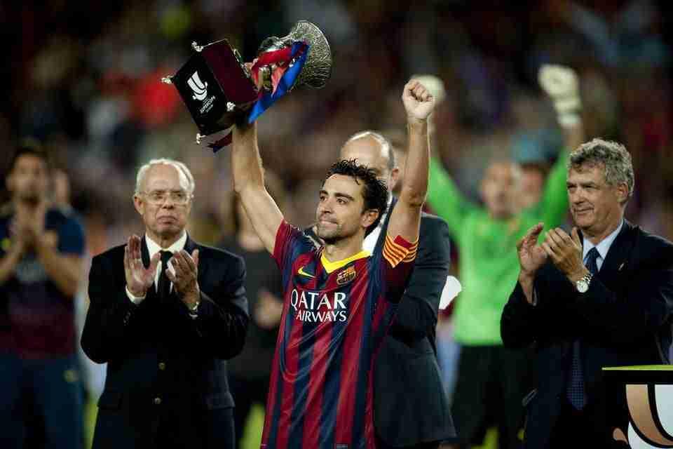 Xavi Hernández levanta Supercopa de España