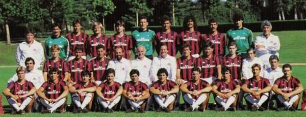 La plantilla entera del Milan 1987-1988 posando