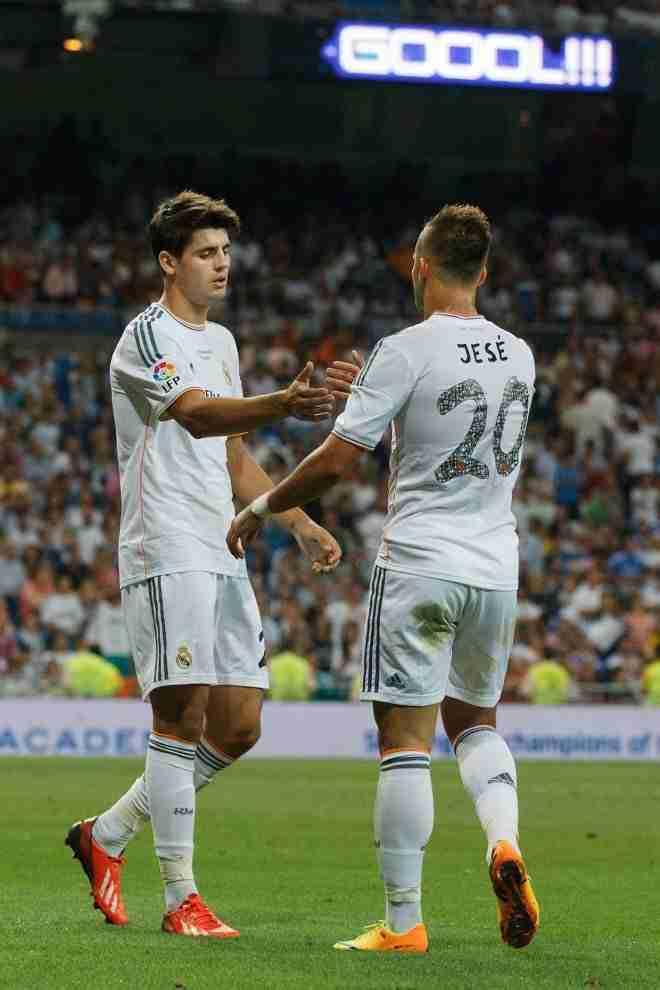 Morata y Jesé celebran gol