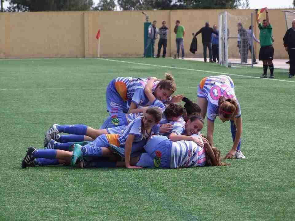 El Lorca Féminas celebrando un gol