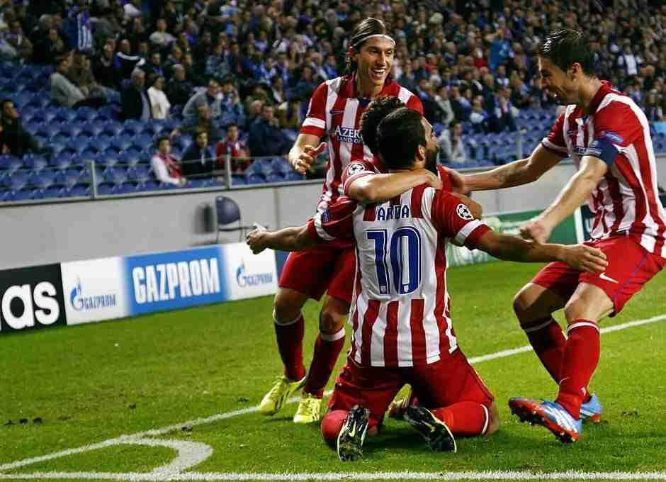 Arda Turan celebra gol Champions