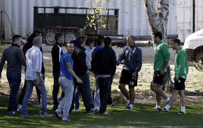 Pepe Mel con ultras Betis