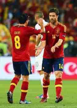 Xavi Hernández y Xabi Alonso Selección
