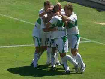 Elche celebra gol