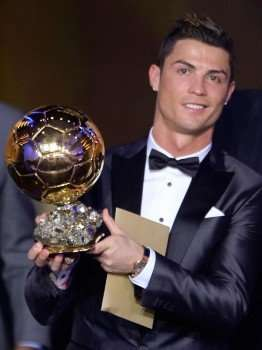 Cristiano Ronaldo con el Balón de Oro 2013