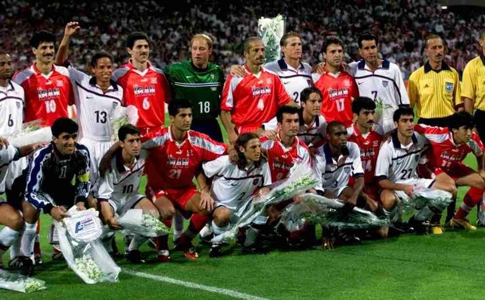 Las selecciones de USA e Irán posando antes del partido.
