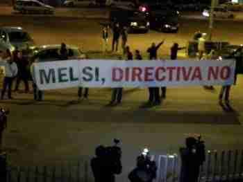 Pancarta Mel sí Directiva No