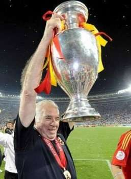 Luis Aragonés levanta Eurocopa