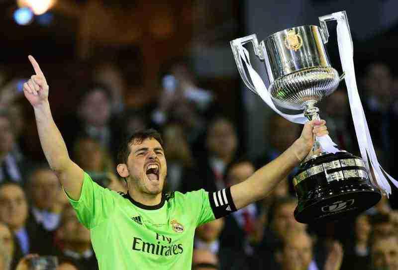 Iker Casillas levanta la Copa del Rey 2014