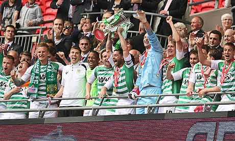 Yeovil Town celebrando ascenso 2013 en Wembley