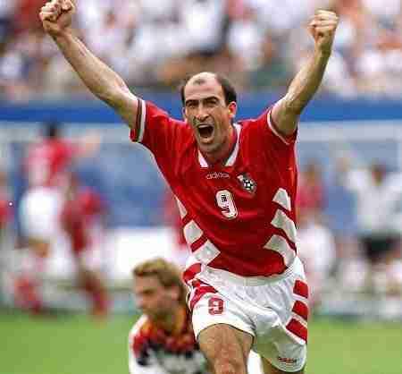 Letchkov celebra gol Bulgaria