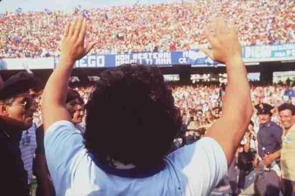 Presentación de Diego Armando Maradona con el Nápoles