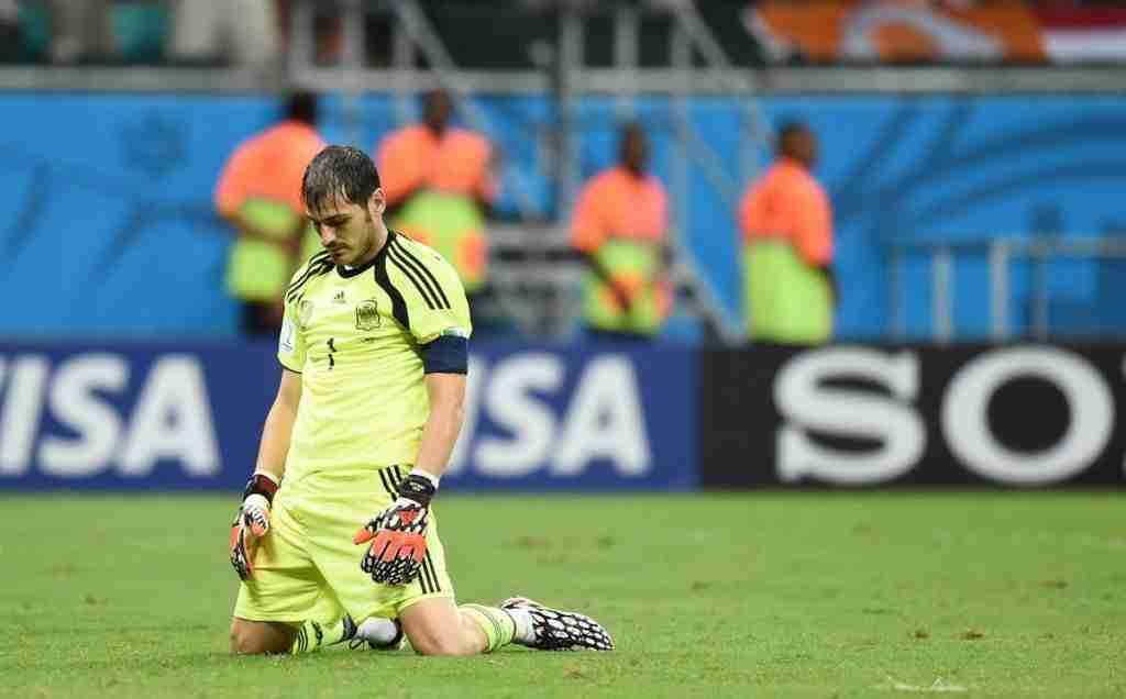 Iker Casillas de rodillas España