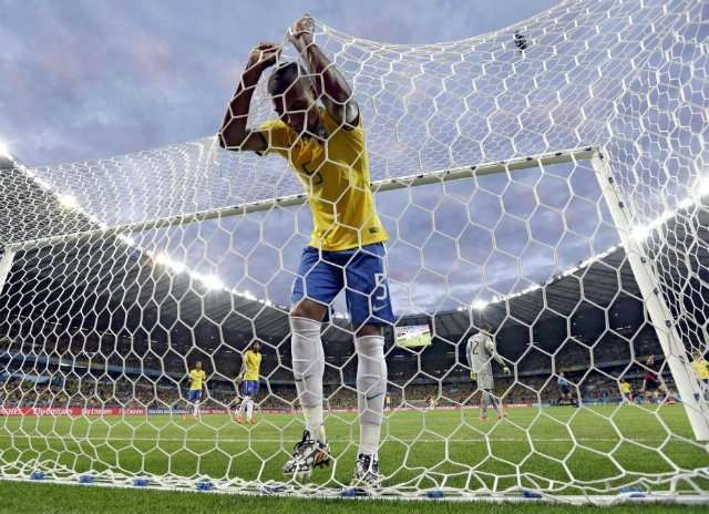 Defensa de Brasil gol Alemania