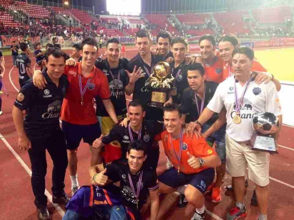 Celebración Buriram United Menéndez Carmelo Rochela