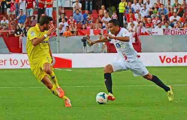 Carlos Bacca regate Villarreal