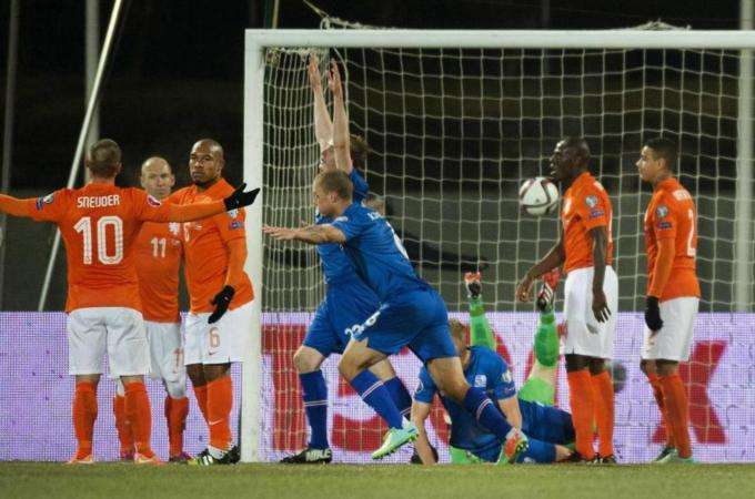Islandia celebra un gol ante Holanda