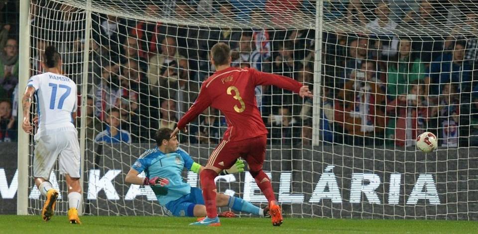 Casillas recibe gol ante Eslovaquia