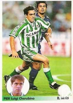 Pier Luigi Cherubino disputa un balón ante Rafael Alkorta