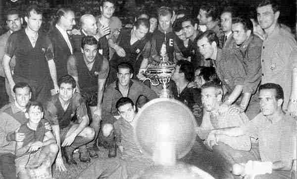 FC Barcelona con el trofeo Carranza
