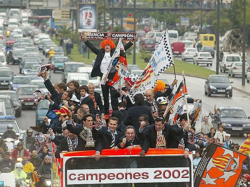 Valencia celebrando liga 2002