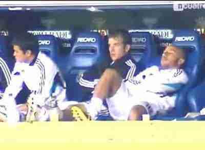Faubert durmiendo en el banquillo del Real Madrid