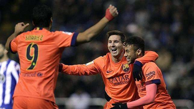 Messi, Neymar y Suárez celebran gol