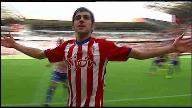 Carlos Castro celebra gol