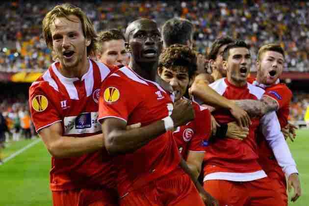 Sevilla celebra gol Valencia semifinales UEFA