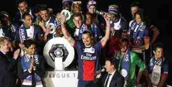 Ibrahimovic levantando la copa de la Ligue 1