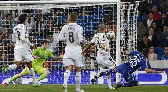 Casillas encajando un gol contra el Schalke 04