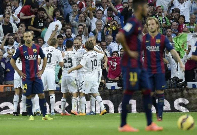 El Madrid celebrando el gol de Benzemá en el clásico