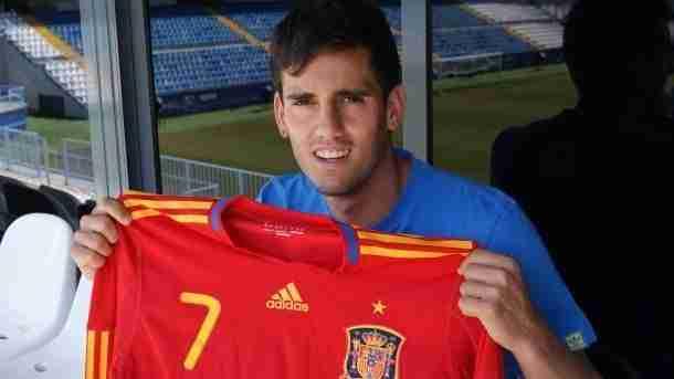 Juan Miguel Jiménez posando con la camiseta de España