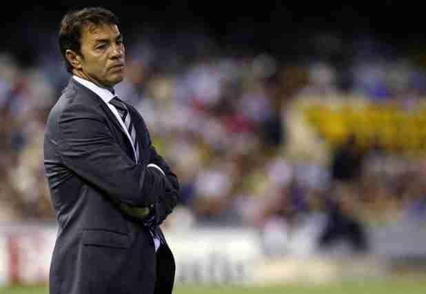 Abel Resino viendo un partido del Granada