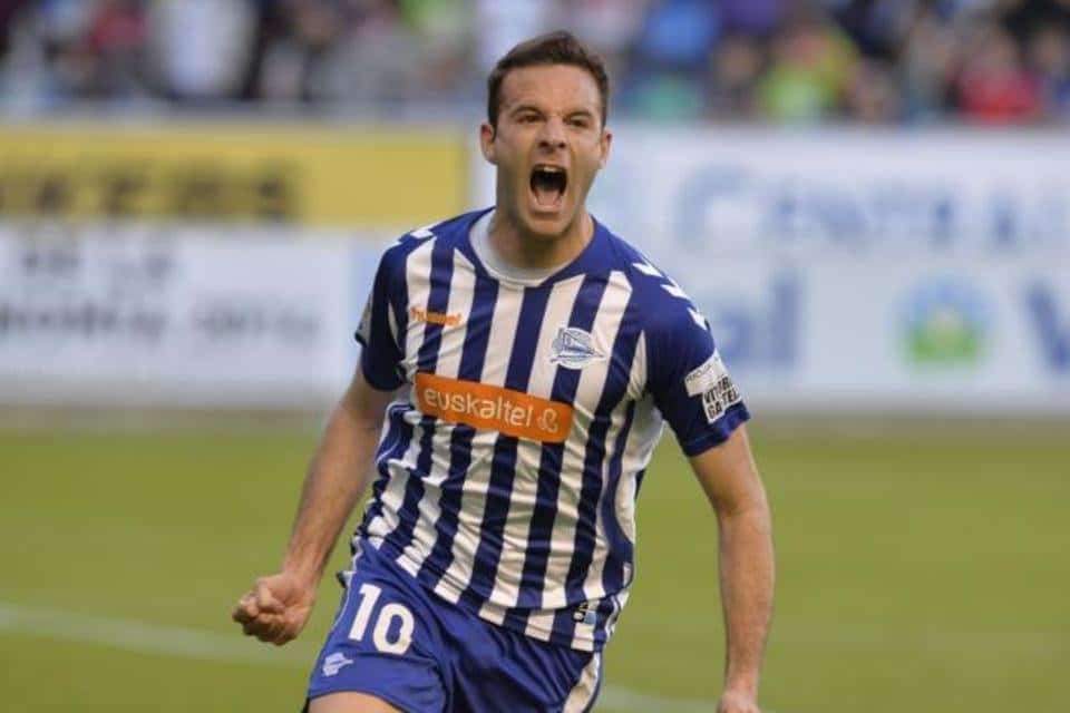 Borja Viguera celebra gol Alavés