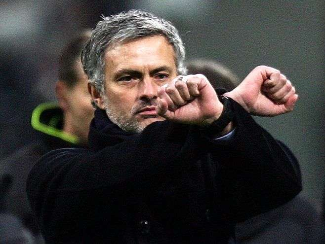José Mourinho simulando un robo