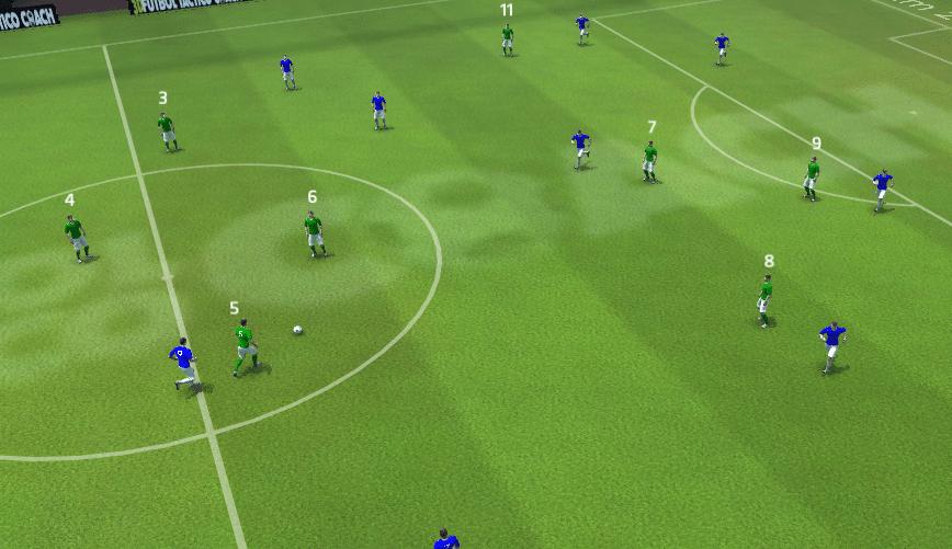 Imagen en la que podemos ver como el central se anticipa al delantero rival y se hace con el balón. Esta acción es el resultado de una buena vigilancia.