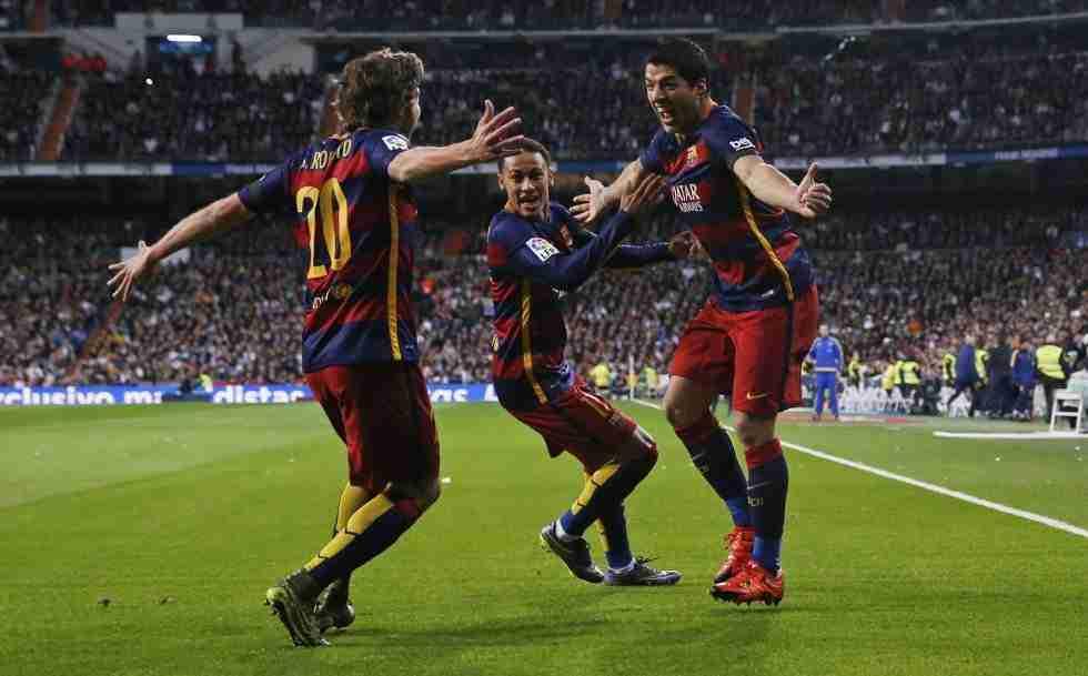 Luis Suárez Sergi Roberto Neymar celebran el 0-1