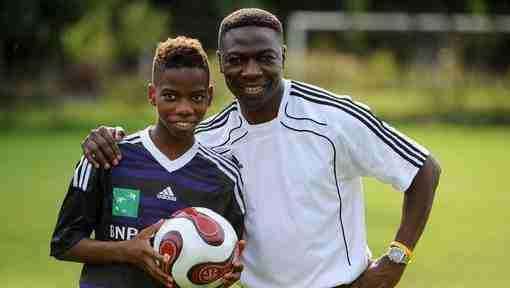 Charly Musonda con su hijo