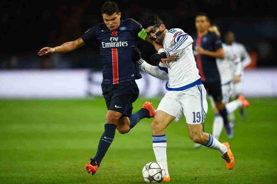 Thiago Silva lucha balón