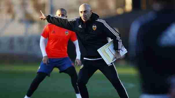 Paco Ayestarán es el nuevo entrenador del Valencia tras la marcha de Neville